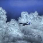 もし雷が落ちたらどうなるのか?飛行機の落雷対策は避雷針ではなく放電装置だった。