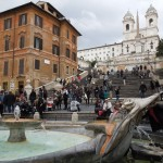 """スペイン広場(階段)の名前の由来。なぜイタリアのローマにあるのに""""スペイン""""なのか?大使館の場所について学ぶ。"""
