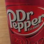 ドクターペッパーはなぜ杏仁豆腐の味に似ているのか?「美味い」「不味い」と好き嫌いが分かれる謎の飲み物の名前の由来についても考える。