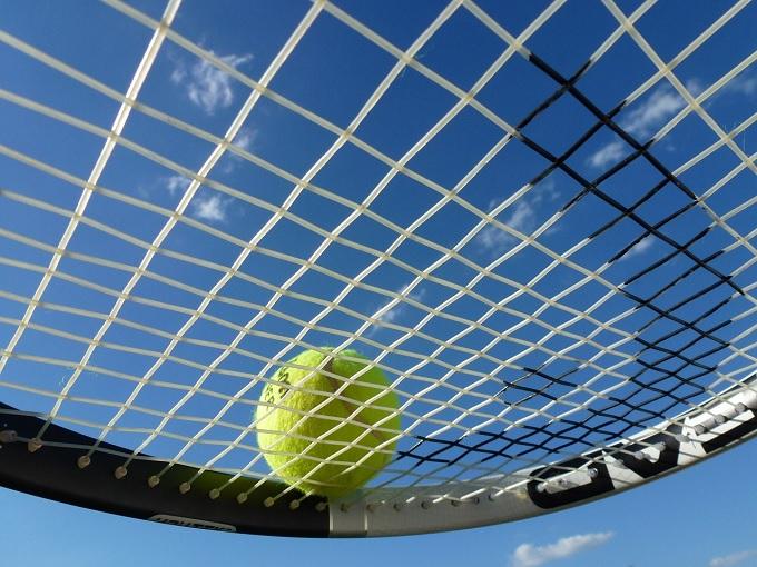 アンダー サーブ テニス