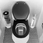 尿が近いのに高速道路で渋滞が…。トイレを我慢する方法や対処法。