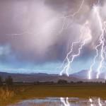 雷が発生する仕組み。音がゴロゴロと鳴るメカニズムや原理について。