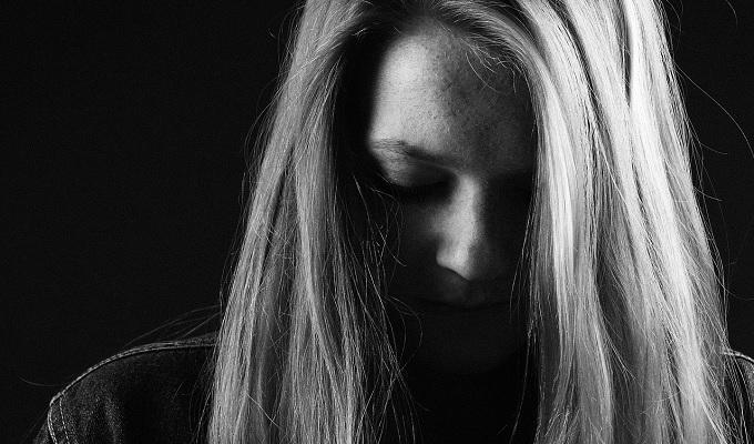 ひねくれ者の心理と自分のひねくれた性格を直す方法。自分のひねくれた性格に悩んでいる人もいる